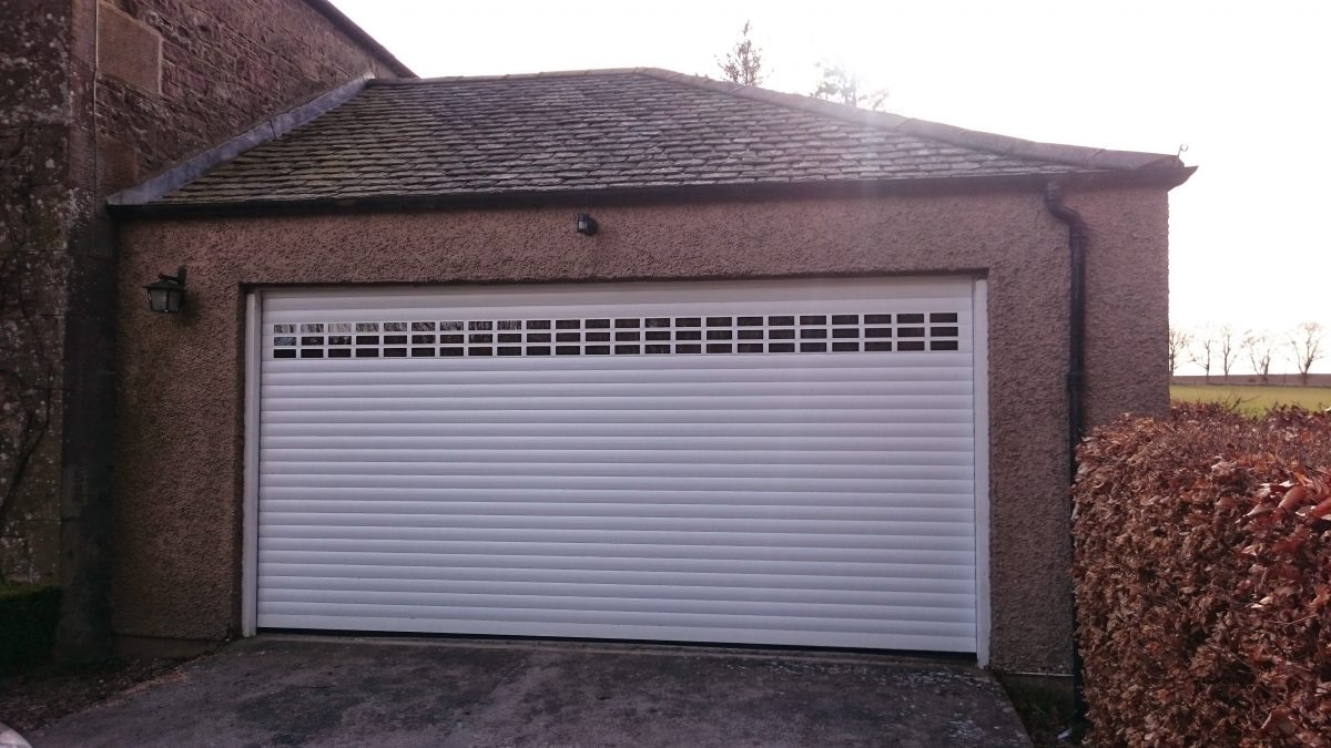 Roller garage doors tayside garage doors for Garage doors uk